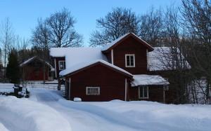 Västerby Kvarn i vinterskrud sedd från väster